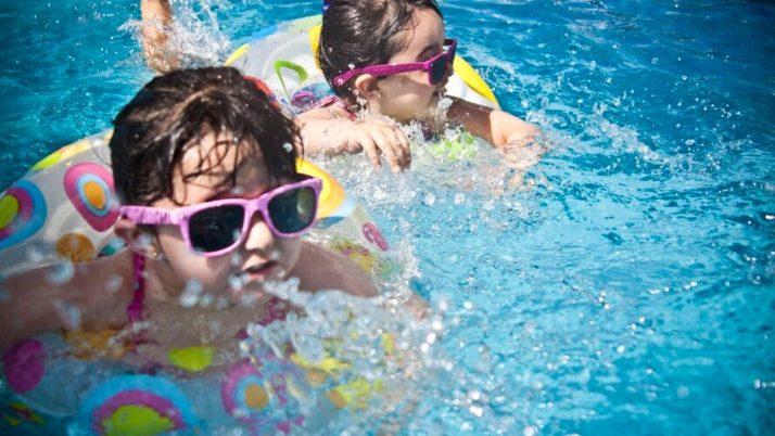 Úszó tábor